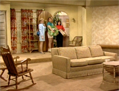 The ten best three s company episodes of season eight for Three room set design